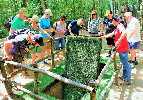 Cu Chi Tunnels & Cao Dai Temple Day Tour