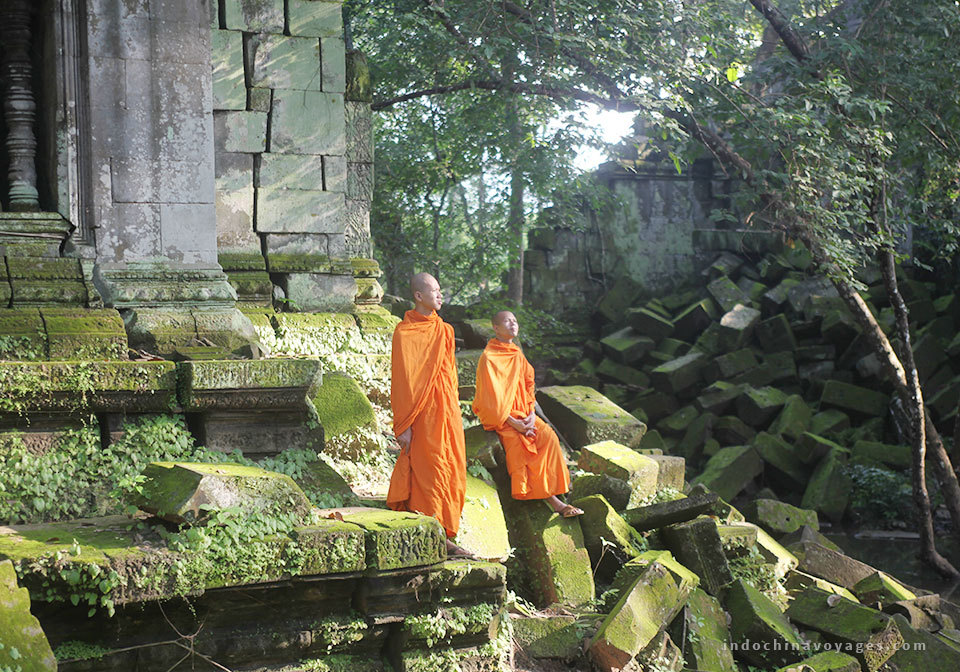 Beng-Mealea-&-Monks