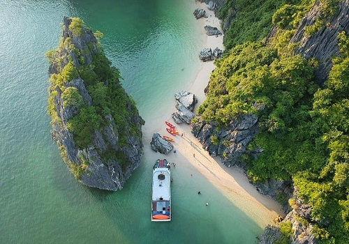 Top list of must-visit Halong Bay attractions